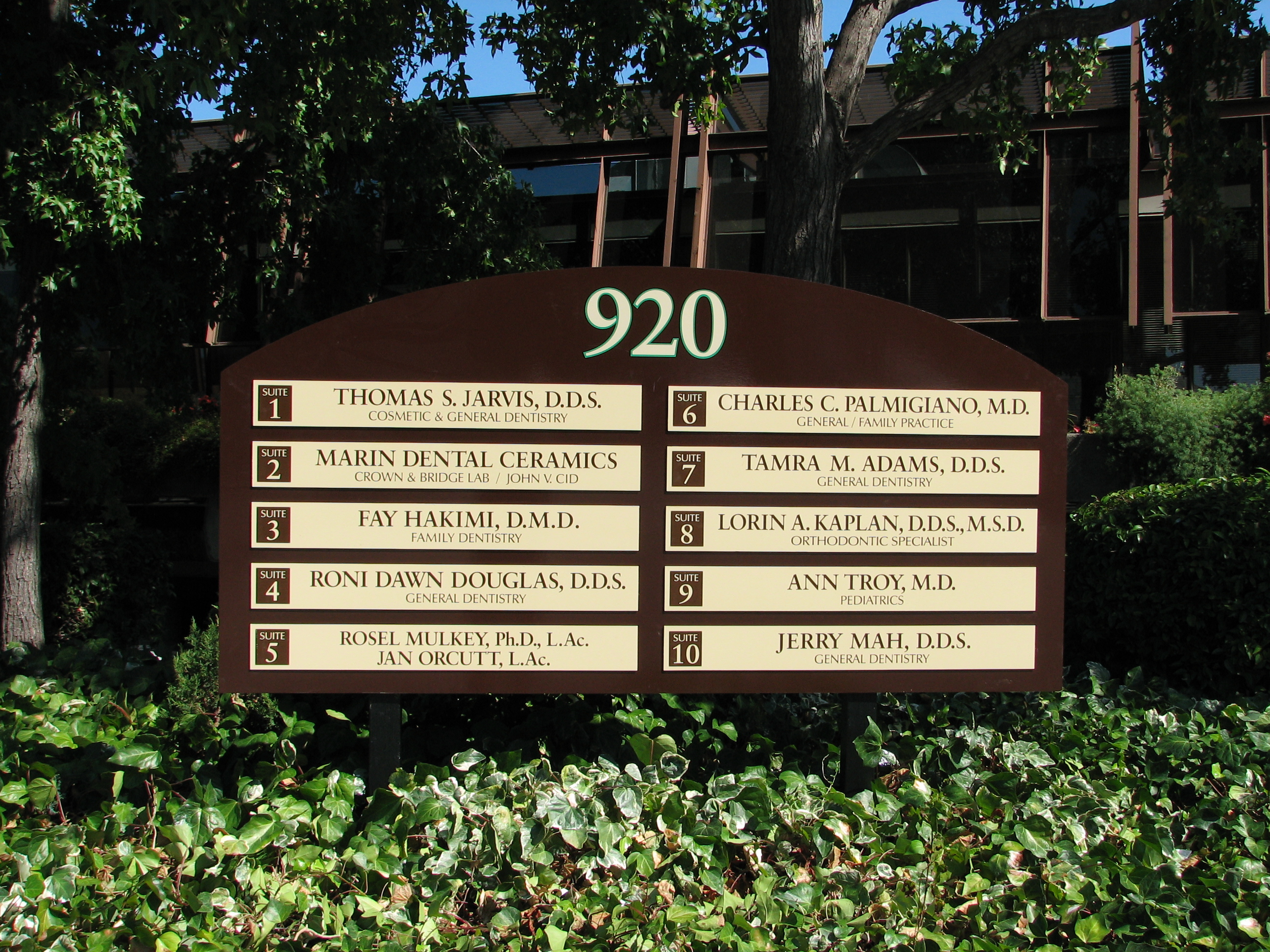 Office building monument signs gallery for Exterior office signs